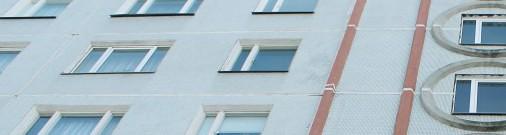 Инженер: Рижской думе пора думать о сносе домов, реновацией проблему не решить