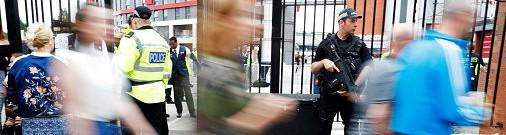 Британская полиция опубликовала фотографии смертника из Манчестера, незадолго до теракта
