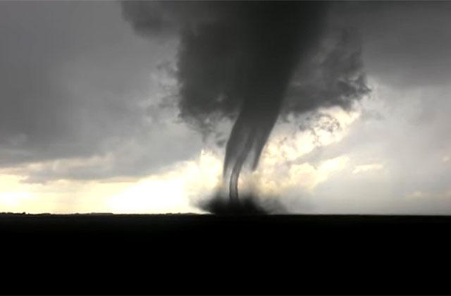 Появились фото торнадо, которое бушевало вОмской области