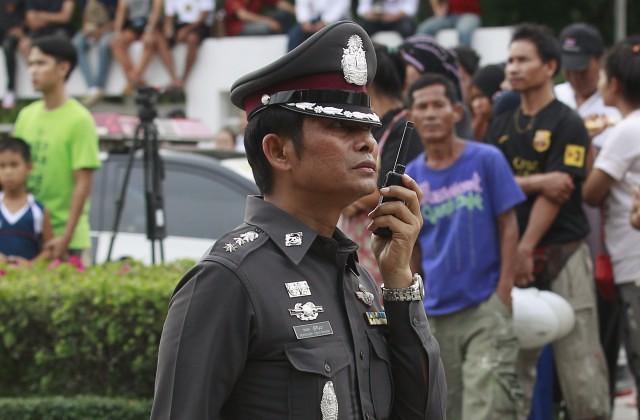 Германские подростки выстрелили вкороля Таиланда изигрушечного пистолета