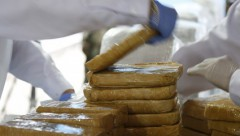 На французский пляж море выбросило почти 2 тонны кокаина