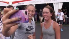 Не только спортсменка, но и веселая девушка: Остапенко поучаствовала в Selfie challenge