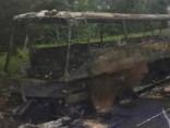 Полностью сгорел автобус, перевозивший детскую футбольную команду