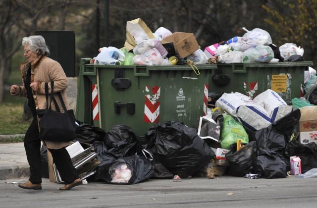 ВГреции из-за забастовки коммунальщиков начался мусорный кризис