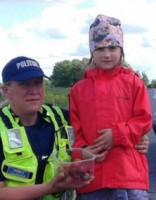 Попавшая в ДТП девочка сделала полицейским неожиданный подарок