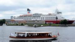 Корабль береговой охраны провел медицинскую эвакуацию с парома Isabelle