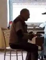 ВИДЕО: школу в Огре ремонтирует пианист-виртуоз