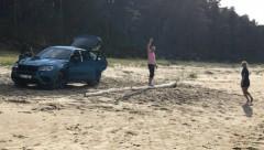 Бессовестный водитель: Припарковаться у самого моря? Легко!