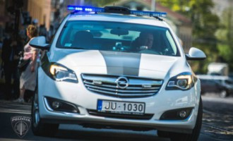 В Пурвциемсе поймали автомобильного вора: он забыл в машине кошелек