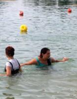 Паразиты, стремящиеся попасть под кожу, встречаются и в морской воде
