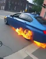 После гонок с мотоциклами сгорел BMW M5