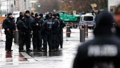 Полицейские из Берлина за неделю до саммита G20 устроили от скуки попойку с публичным сексом