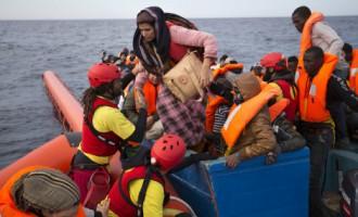 Италия пригрозила отправлять обратно корабли с беженцами