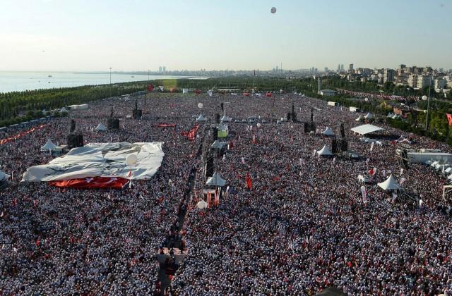 ВСтамбуле прошел многотысячный митинг против руководства Эрдогана