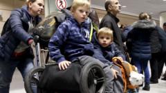 Родители в недоумении: неужели ребенок на самом деле может сам выехать из Латвии?