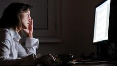 Знакомство в интернете обошлось женщине из Латвии в 300 000 евро