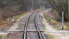Недалеко от Риги поезд насмерть сбил 25-летнюю девушку