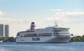 Впечатляет: паром Tallink - карлик по сравнению с атомной подлодкой России