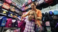 Рижанам предлагают получить пособие, чтобы собрать детей в школу