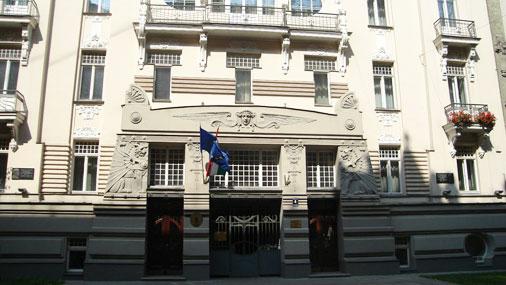 Здание, в котором находится библиотека