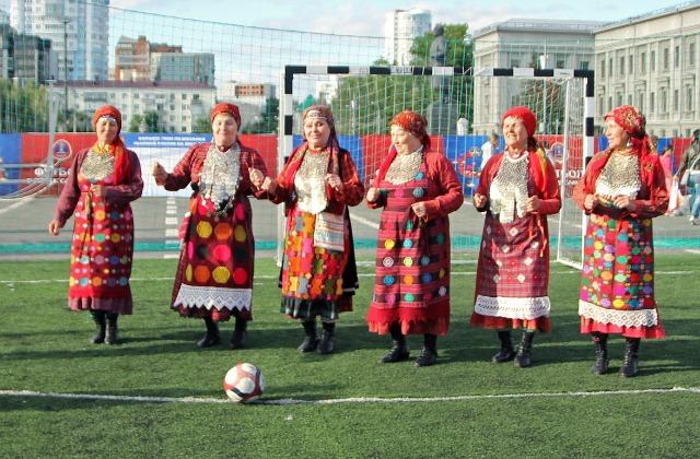 «Бурановские бабушки» спели песню оЧМ-2018 пофутболу