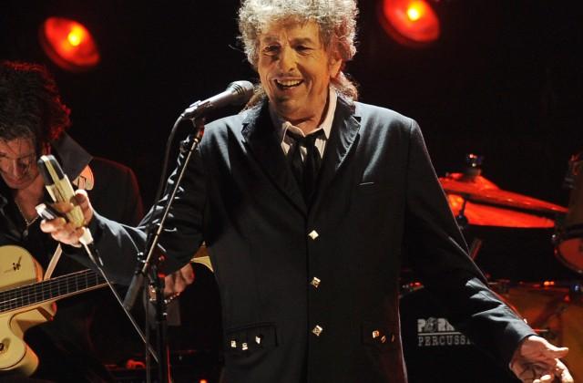 Музыкант Боб Дилан примет Нобелевскую премию политературе