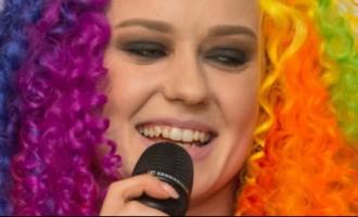 Накануне поездки на «Евровидение» Агнесе Раковска поразила клоунской прической