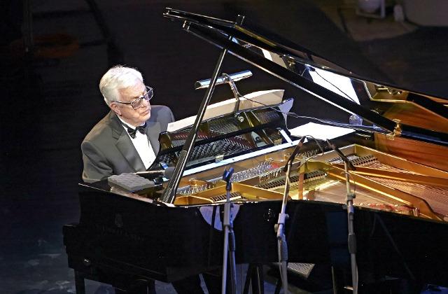 Маэстро высоко оценил новый концертный рояль