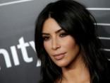 Ким Кардашьян занялась продажей золотых спиннеров