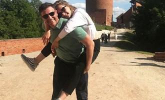 ФОТО: Собчак с семьей изучает достопримечательности Латвии