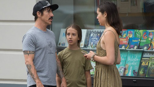 ФОТО: Red Hot Chili Peppers отправились на прогулку по Риге