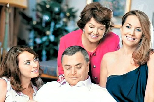 Счастливая семья: мама, папа, Жанна и ее сестра Наташа (слева)