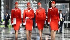 «Старые, толстые и страшные» стюардессы «Аэрофлота» больше не смогут летать в Латвию