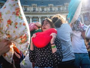 В мире отметили Международный день боев подушками